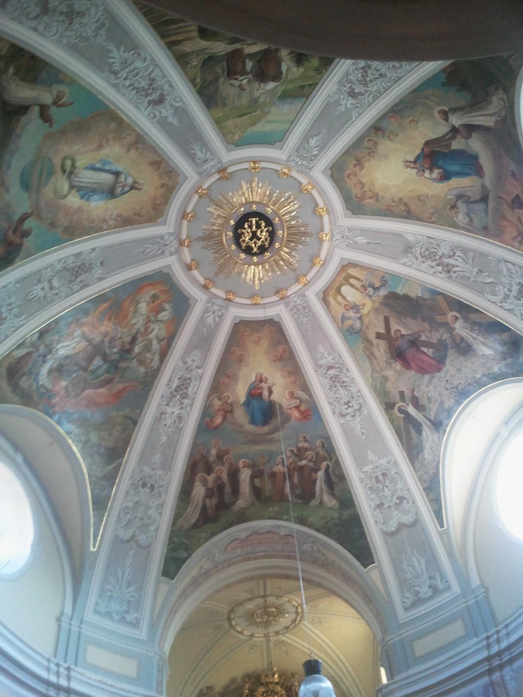 beeindruckend schön- die Kirchendecke
