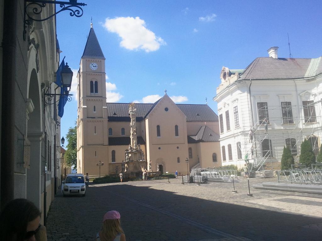 """Kathedrale in Veszprem, davor """"Dreifaltigkeitsdenkmal"""""""